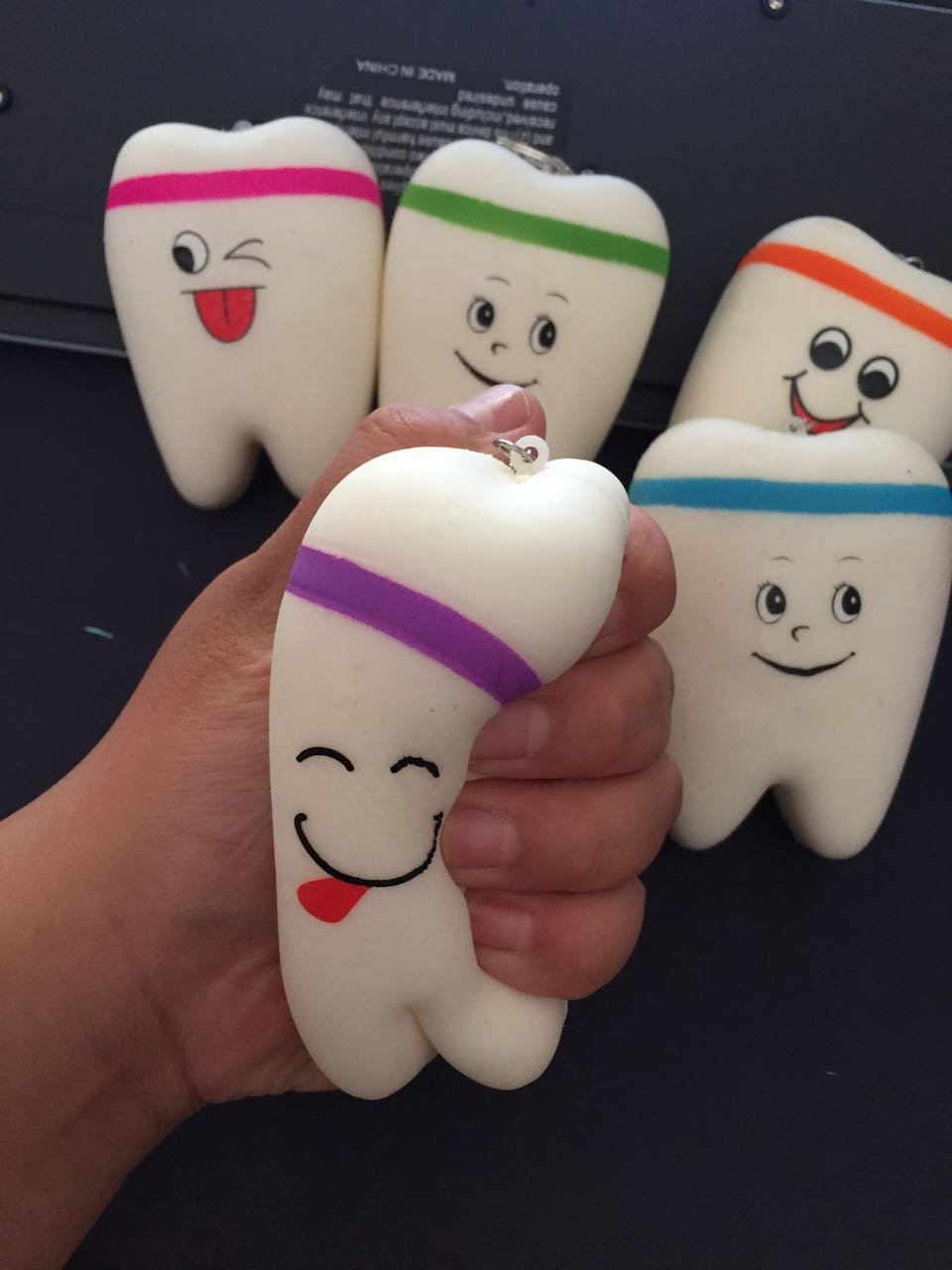 Airgoesin 6pcs Hand Pinch Stress Reliever Squeezes Tension Tooth Shape Tool Keychain Keyring Vent Reduce Dental Clinic Squishy Slow Rising Relief Toy Gift