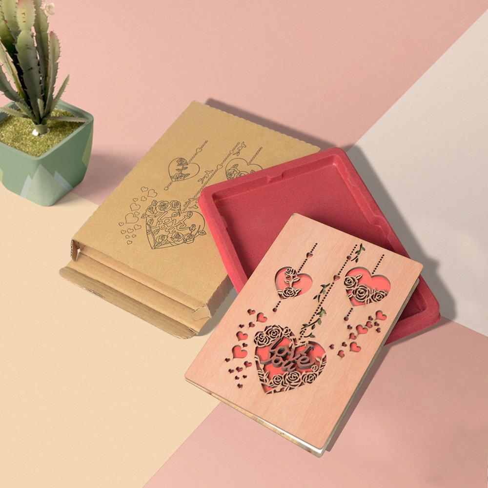 PETAFLOP Nouveau Carte de Voeux Mariage en Bois Avec des Rouges Coeurs Carte Invitation d/'Anniversaire Pliable 11x15 cm