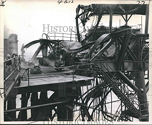 Vintage Photos 1970 Press Photo Month Long Blaze-Twisted Steel girders at Chevron Oil Company - 8.25 x 10 in. - Historic Images
