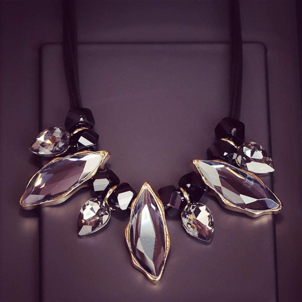 IJEWALRY Collar Colgante Plata para Mujer, Encanto Mujer Collar Geométrico Cristal Gargantillas Declaración Cuero De PU Maxi Collares Y Colgantes Joyería De Moda Collier Femme