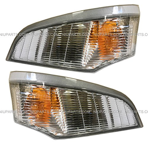 Marker Light - Driver and Passenger Side (Fit: Mitsubishi FUSO FE180 FE145 FE140 FE84D FE83D Trucks)