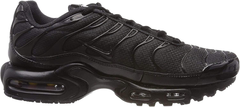 nike air max plus on feet black