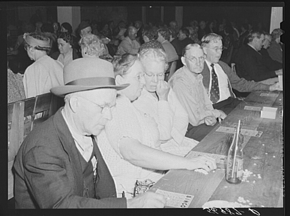 1941 Photo Guests of Sarasota trailer park, Sarasota, Florida, enjoying a few games of ''bingo'' Location: Florida, Sarasota, Sarasota County