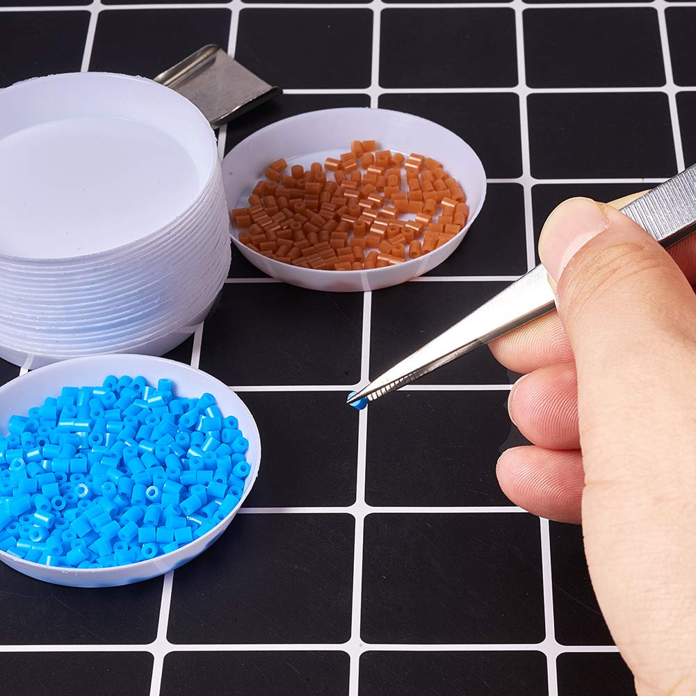 PH PandaHall 20pcs White Plastic Round Bead Sorting Trays and 2pcs Stainless Steel Handy Tweezers with Scoop Shovels