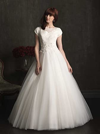 568cab1dbf Amazon.com : Elegant V-Neck A Line short Sleeves Lace Appliques Train Wedding  Dress / Bridal gown : Beauty