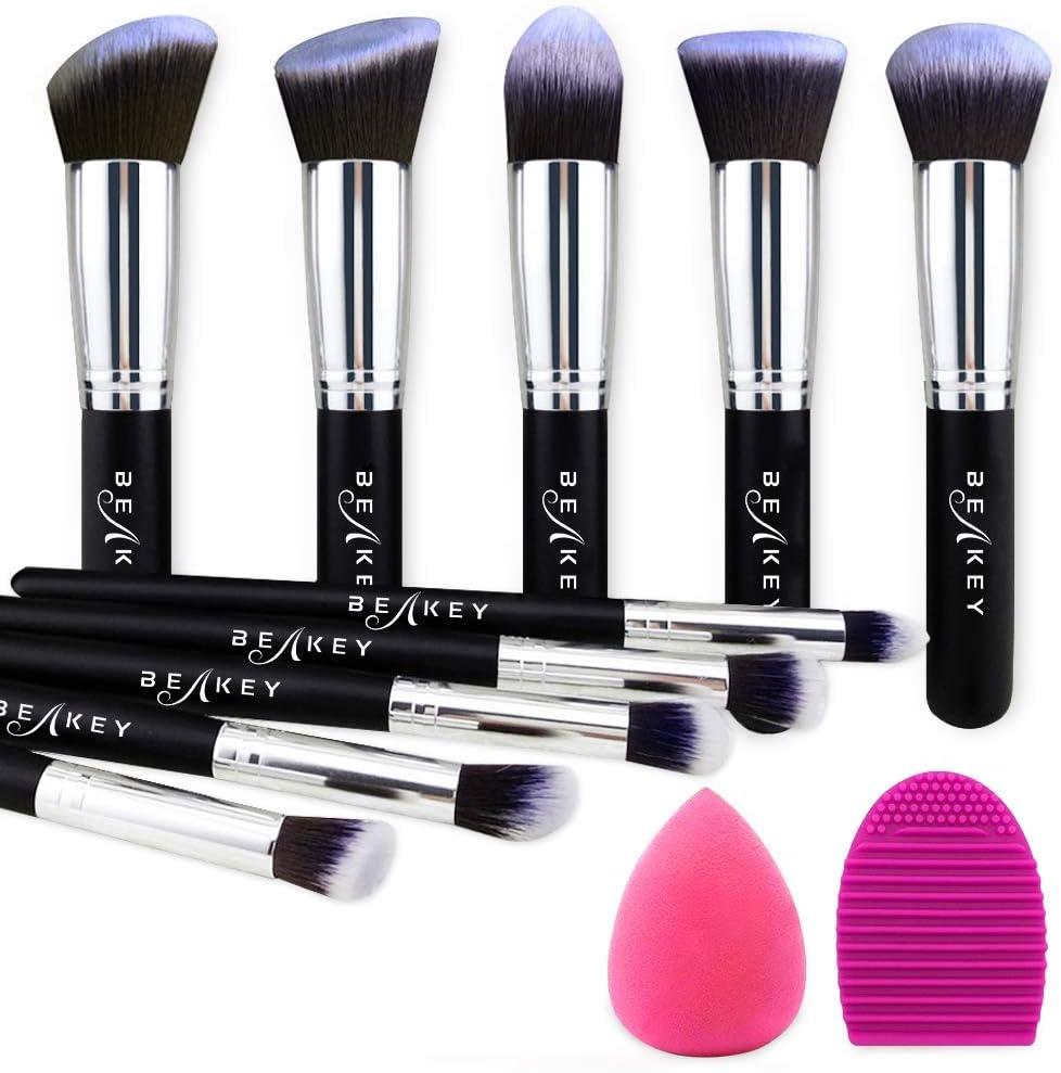 BEAKEY Set de Brochas de Maquillaje Profesional, Synthetic Kabuki Premium para Base Polvos Colorete Contorno, con Esponja y Limpiador de Cepillo (10+2 Piezas, Negro/Plateado)