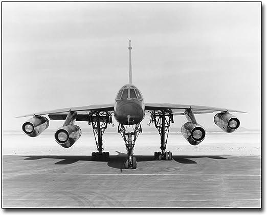 CONVAIR B-58 HUSTLER BEING SERVICED 8x10 SILVER HALIDE PHOTO PRINT