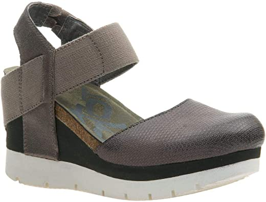 OTBT Women's Carry On Closed Toe Wedges