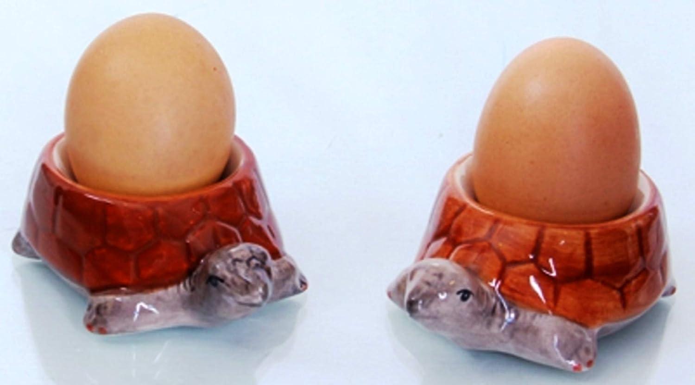 un kit du petit dejeuner de tortues et deux coquetiers de tortues Sali/ère et Poivri/ère