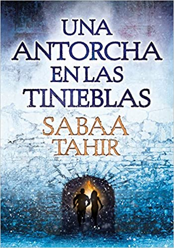 Amazon.com: Una antorcha en las tinieblas / A Torch Against the Night (Una llama entre cenizas / An Ember in the Ashes) (Spanish Edition) (9788490435922): ...