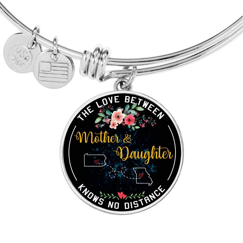 Funny Necklace Name Jewelry Stores HusbandAndWife Mother Daughter Necklace Bangle Bracelet The Love Between Mother /& Daughter Knows No Distance Pennsylvania PA State and Missouri MO State