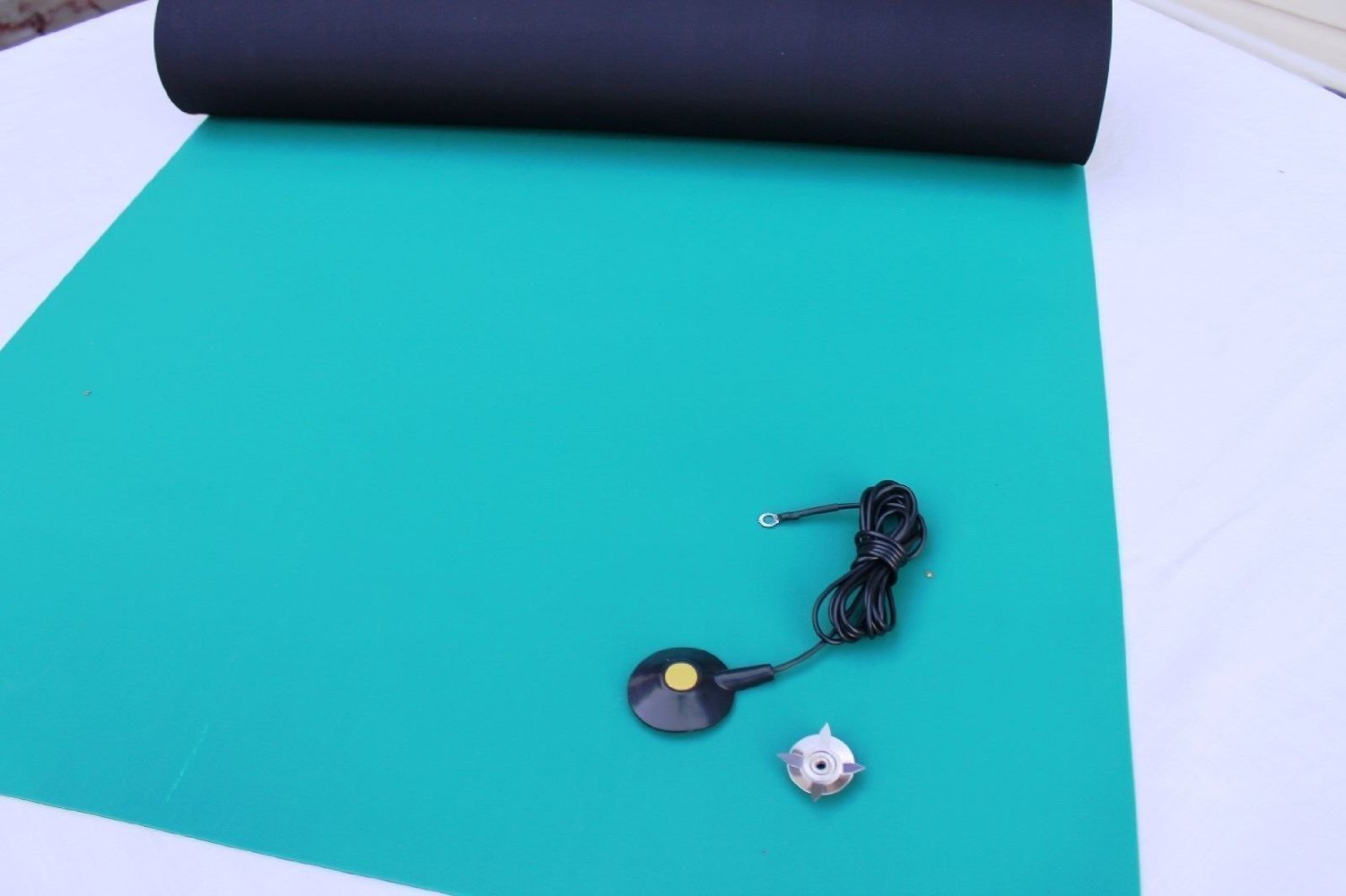 "3 Layer Dissipative Vinyl Anti-Static ESD Mat W//GROUND CABLE 24/"" X 72/""-Blue"