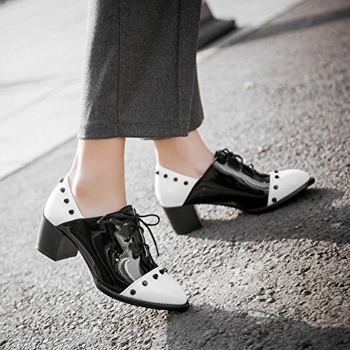 Carolbar Womens Lace-up Klinknagel Punt Teen Lakleer Diverse Kleuren Chunky Mid-hak Oxfords Schoenen Wit