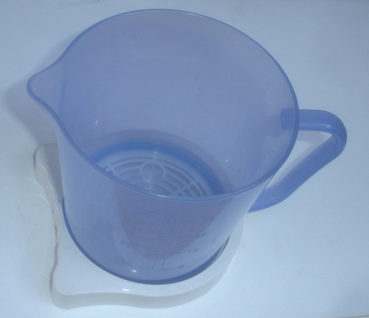 Jack LaLannes Juicer Juice Collection Pitcher With White Drip Catcher Tray Jack LaLanne/'s CL-003AP