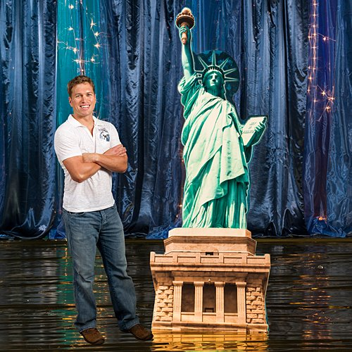 Statue of Liberty Standee Prop Cutout Standup Photo Booth Prop Background Backdrop Party Decoration Decor Scene Setter Cardboard Cutout