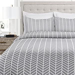 Italian Luxury Herringbone Pattern Duvet Cover Set - 3-Piece Ultra Soft Double Brushed Microfiber Printed Cover with Shams - Full/Queen - Light Gray/White