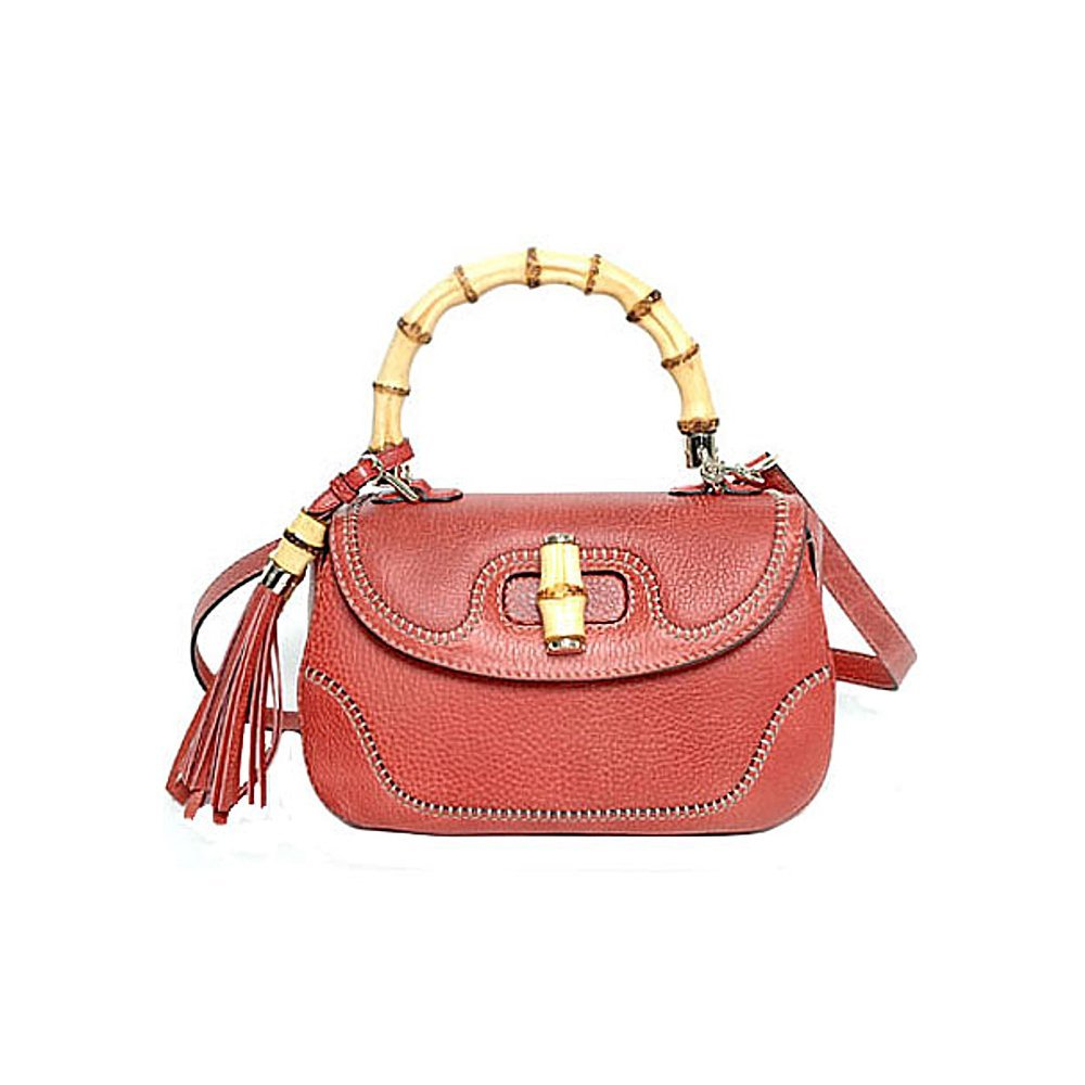 41a8f9ae55c CORAL RED COLOR  The coral red color of this high-end purse exudes the same  vibrancy of coral reefs that the world is so in love with.
