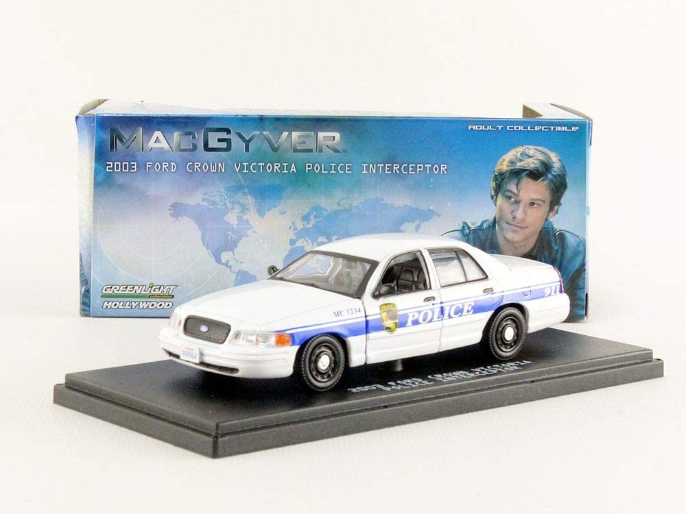 86520 Greenlight 1//43 MacGyver TV SHOW 2003 Ford Crown Victoria Police Car