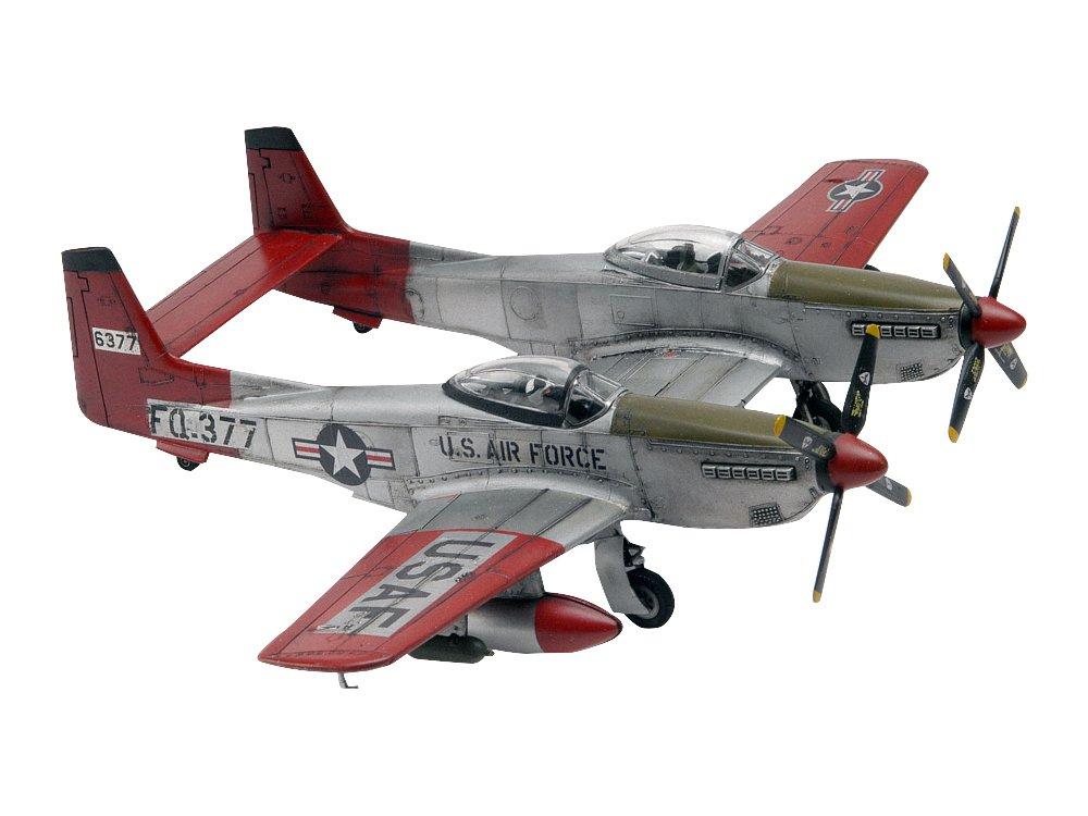 Revell-Monogram 1:72 Scale Twin Mustang F-82G Plastic Model Kit Revell Monogram 85-5257