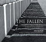 """""""The Fallen - A Photographic Journey Through the War Cemeteries and Memorials of the Great War 1914-18"""" av John Garfield"""