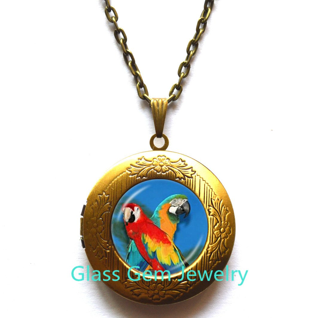 Parrot Locket Necklace Gold Macaw Locket Pendant Bird Jewelry Glass Cabochon Sweater Chain Locket Necklace Handmade Jewellery for Animal Lover,Q0258