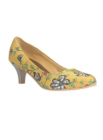 bab8fb8b6 KANVAS Women s Yellow Croslite Sole Material Ballerinas Low Heel Sandal  Buy  Online at Low Prices in India - Amazon.in