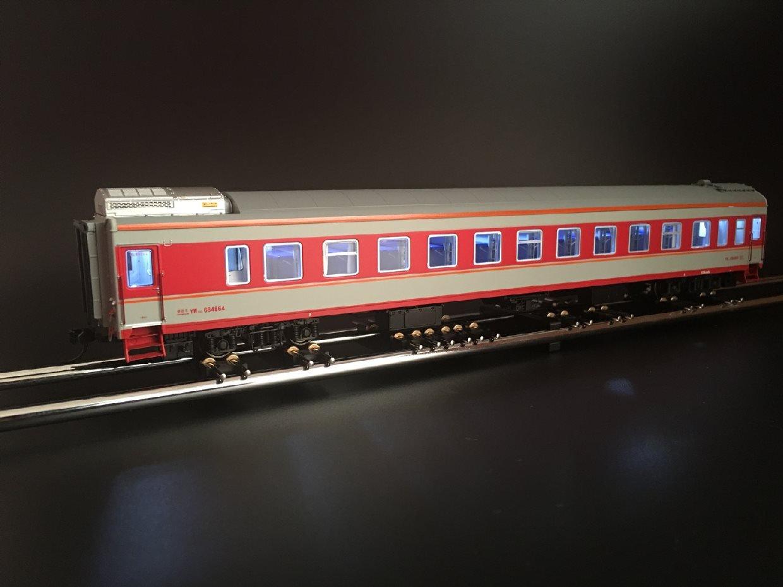 驚きの値段で 鉄道模型 中国 室内灯付 N27 (レッド) 硬臥車 YW25G B076VLB5KP HOゲージ 客車 寝台車 LED 室内灯付 (レッド) B076VLB5KP, 下益城郡:9512429c --- a0267596.xsph.ru
