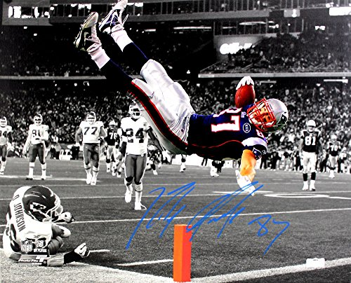 Rob Gronkowski Signed New England Patriots Stretched 16x20 NFL Wall Mount Canvas - Spotlight Pylon