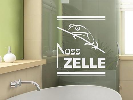 Interno bagno di lusso con pareti grigie e una doccia c è un