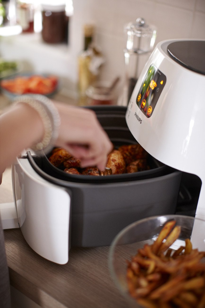 Philips XL Airfryer, The Original Airfryer, Fry Healthy with 75% Less Fat, White, HD9240/34 by Philips (Image #5)