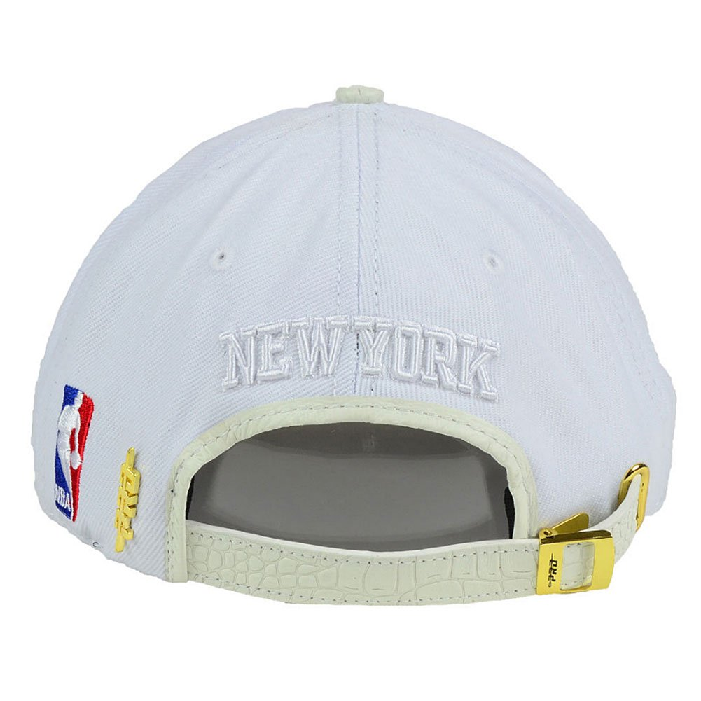 the best attitude 27a89 235ed Pro Standard Men s NBA New York Knicks Logo Strapback Hat White at Amazon  Men s Clothing store