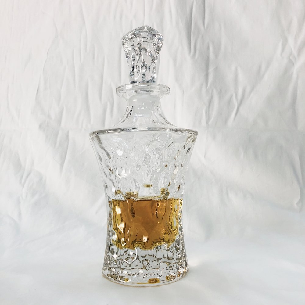 HUAPPO Crystal Lead Free Wine Decanter Liquor Bottle with Stopper for Home Bar Drinking Whiskey Vodka 17.6oz