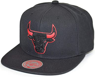 Mitchell & Ness Solid Team Siren Chicago Bulls Snapback: Amazon.es ...