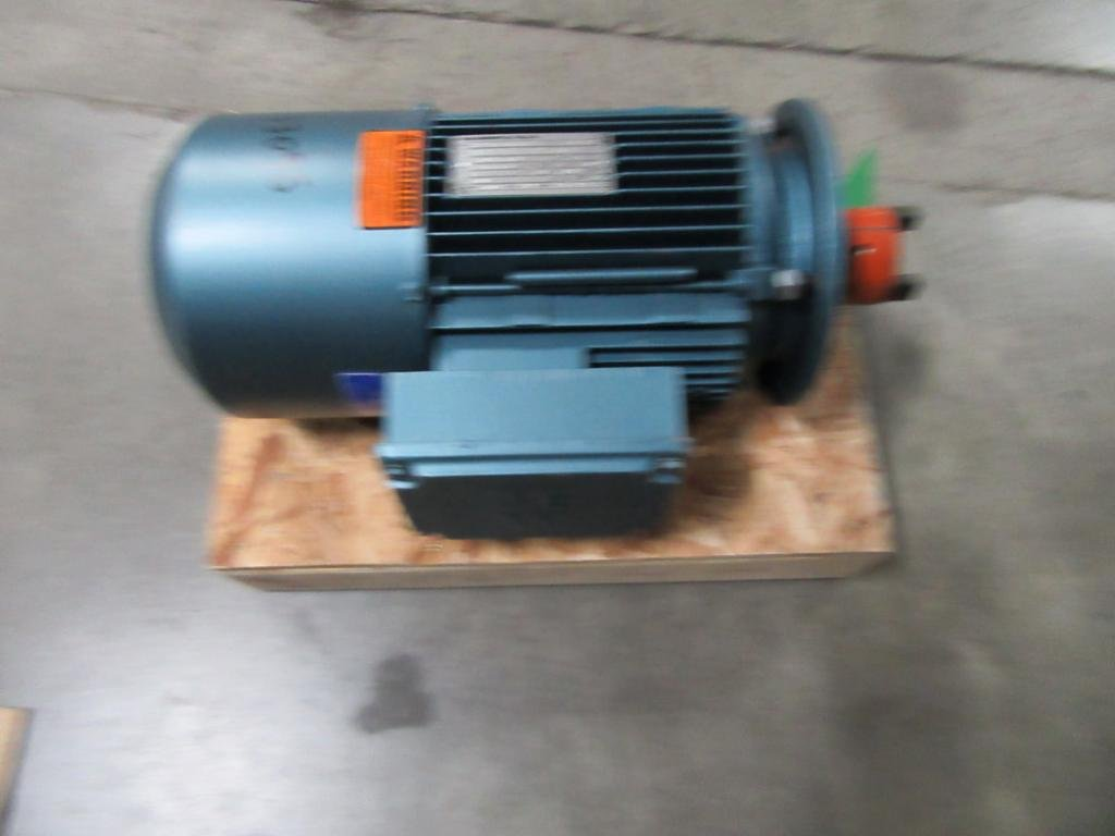 Sew Eurodrive DFT100L4BHG4HRTB Motor