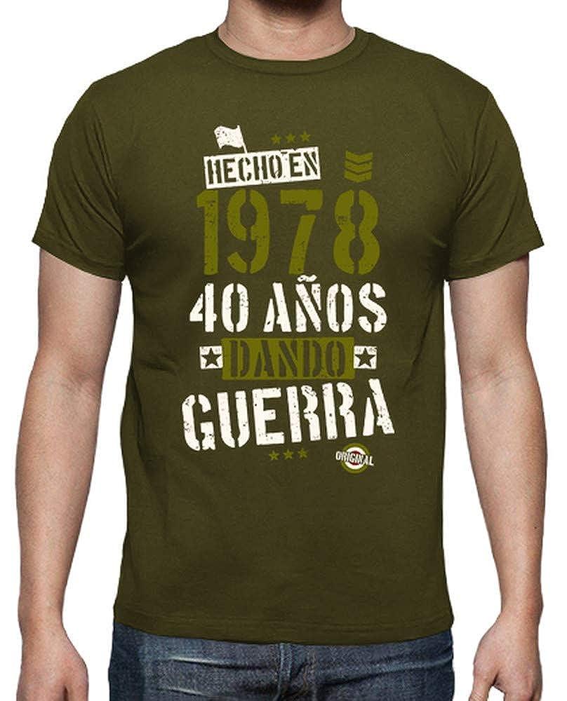 latostadora - Camiseta 40 Aos Dando Guerra para Hombre: hello: Amazon.es: Ropa y accesorios