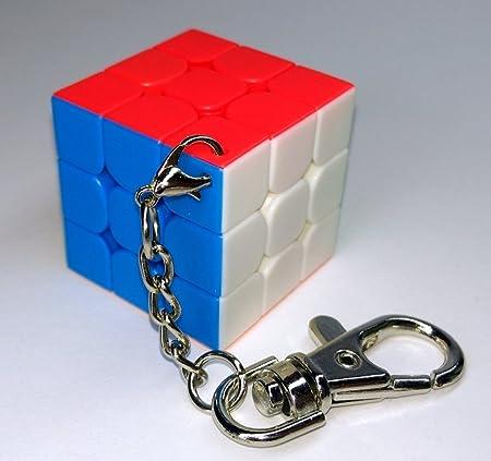 Lleva tu cubo a cualquier parte con este llavero de 3cm de lado.,Cubo totalmente funcional y de velo