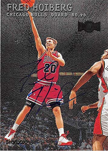 Fred Hoiberg autographed basketball card (Chicago Bulls) 2000 Skybox Metal Universe #31 - Unsigned Basketball Cards ()