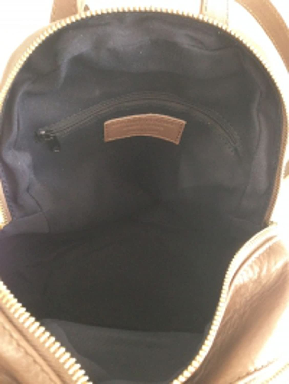 Superflybags handväska modell Gioiosa superflybags ryggsäck i äkta läder tillverkad i Italien Mörkdruva