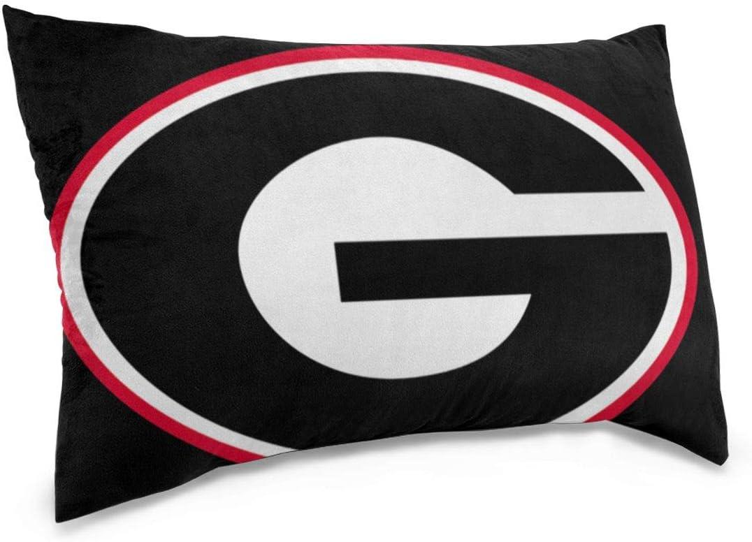 Amazon Com Jhonsnas Georgia Bulldog Pillow Case 1 Pack Fade Stain Resistant Throw Pillow Cover 14 X20 16 X24 20 X30 Home Kitchen