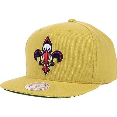 Amazon.com: New Orleans Pelícanos logotipo Mitchell & Ness ...