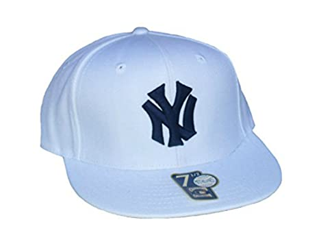 ec088ef691d67 Amazon.com   New York Yankees Fitted Size 7 1 2 White Flat Bill Hat ...