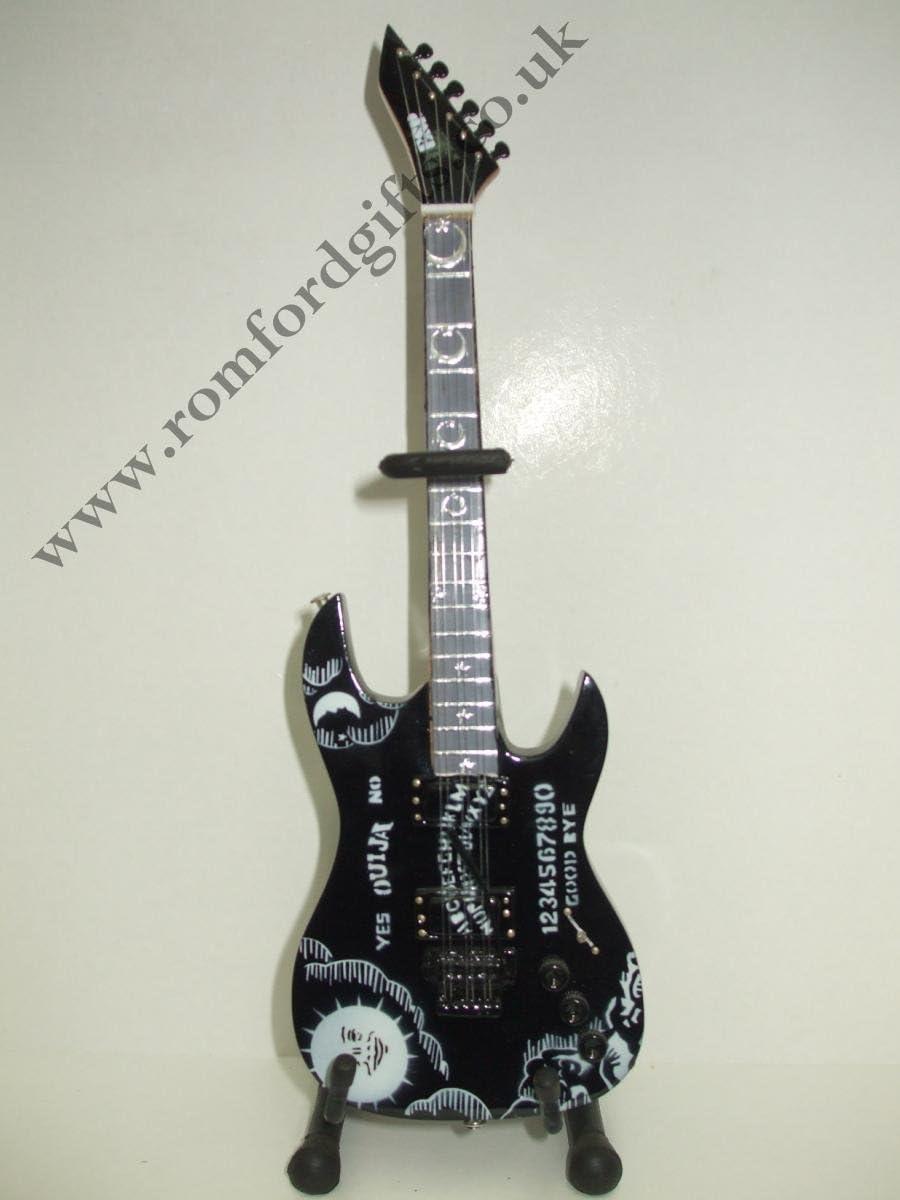 METALLICA KIRK HAMMET ESP TPU guitarra en miniatura: Amazon.es: Hogar