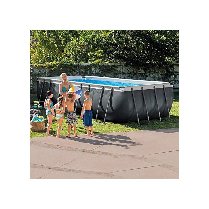 615LuTWh2GL Piscina elevada rectangular gama ultra xtr frame Intex , las medidas de la piscina son 549 x 274 x 132 cm y su capacidad es de 17.203 litros Incluye depuradora de arena con capacidad de filtración de 4.500 l/h y conexión de 38 mm (arena no incluida), escalera de seguridad, tapiz y cobertor Estructura tubular: piezas de acero resistente recubierto en interior y exterior con acabado epoxi y tapón de vaciado con conex ión a manguera de jardín