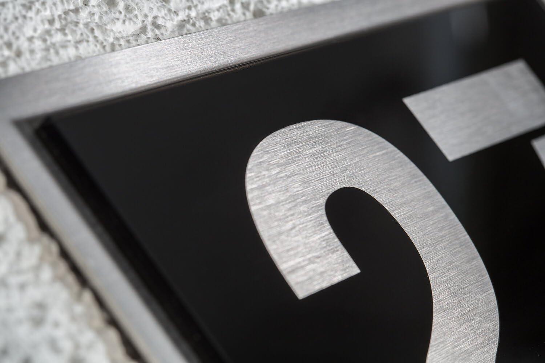 Negro brillante Resistente a la intemperie y f/ácil de limpiar Acero inoxidable V2A Placa con n/úmero de casa N/úmeros y letras posibles