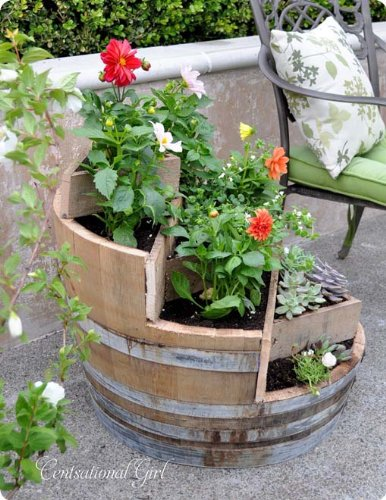 Multi-Tiers Barrel Planter with 3 Triangle Beds, Lacquer Finished, 26