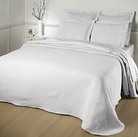 Captivating Kensington Rose Matelasse Bedspread, King, White