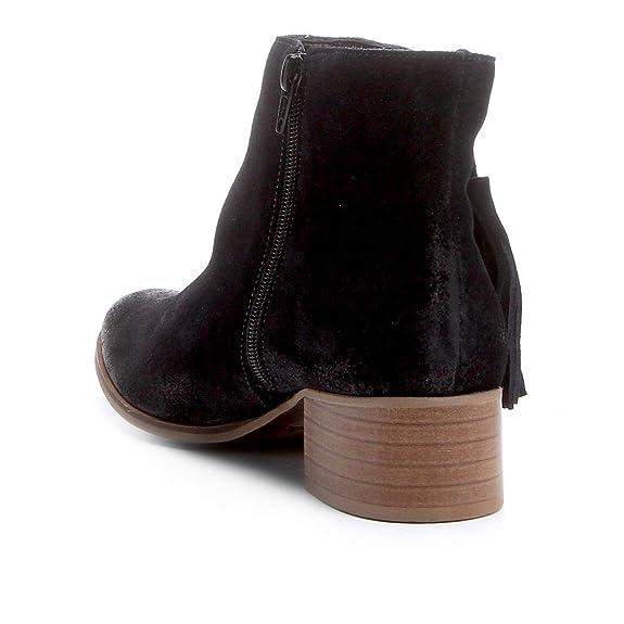 dcfac56cd Bota Couro Cano Curto Shoestock Barbicacho Feminino  Amazon.com.br  Amazon  Moda