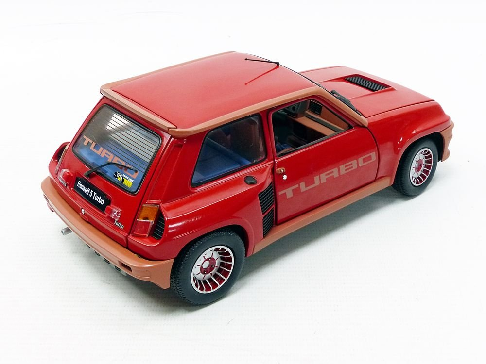 Amazon.com: Solido S1801302 1:18 1981 Renault 5 Turbo Race Car, Red: Toys & Games