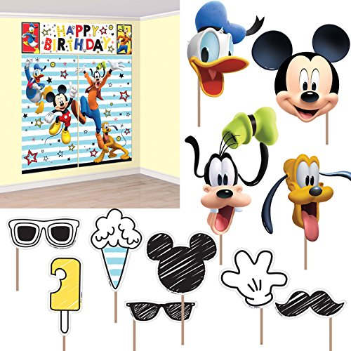 Amscan Disney Mickey Mouse on the Go Scene Setter With Props ()