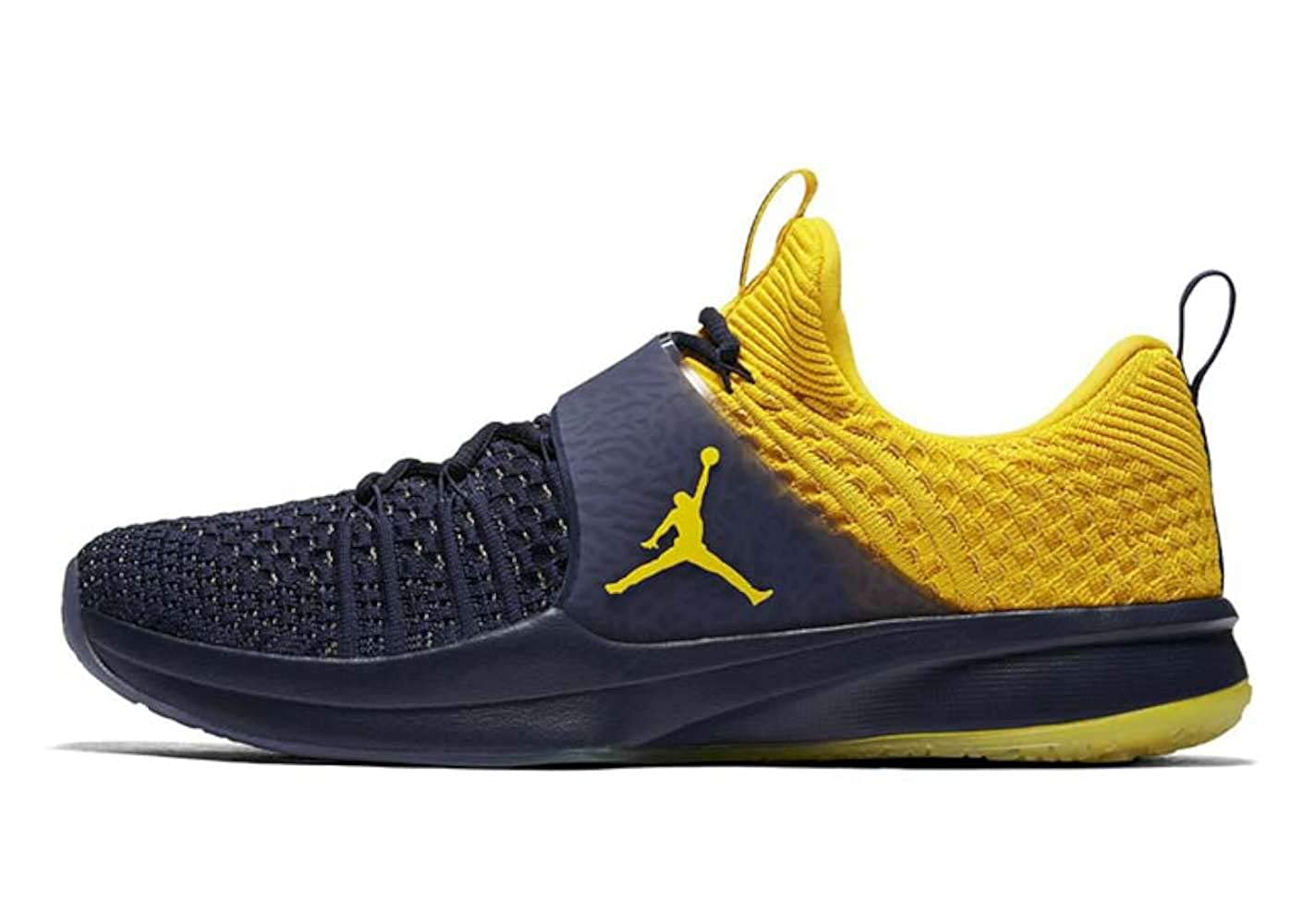 new products cfdd7 5595f Amazon.com   Jordan Mens Trainer 2 Flyknit Low Top Lace Up Running Sneaker    Athletic